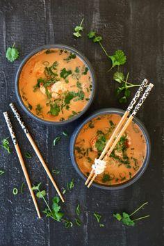 Min magiskt goda fiskgryta | Catarina Königs matblogg Tempura, Thai Red Curry, Noodles, Soup, Ethnic Recipes, Cilantro, Macaroni, Soups, Noodle