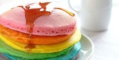 Rainbow Pancakes - Do you need healthy and delicious recipes? Our selection of nutritional recipes are sure to satisfy. Breakfast, lunch, dinner, dessert and snacks, are sorted. Pancake Muffins, Breakfast Pancakes, Breakfast Dishes, Breakfast For Kids, Pancakes Kids, Rainbow Pancakes, Raspberry Syrup, I Am Baker, Gel Food Coloring