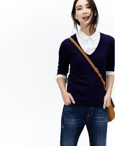 Joules Womens V Neck Sweater, Navy.                     The deep V-neck of this sweater makes it ideal for pairing with your favourite shirt. While the relaxed fit and fine cotton mix that it's crafted from make it a go-to classic.