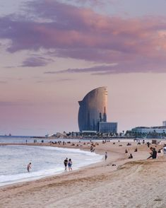 Tropical Beaches In California Hotel W, Barceloneta Beach, Famous Places In France, Beach Pink, Summer Beach, Barcelona Travel, Big Island Hawaii, Tropical Beaches, Am Meer