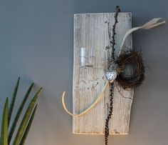 Lovely WD u Zeitlose Wanddeko Altes Holzbrett aufgearbeitet und wei gebeizt nat rlich dekoriert mit