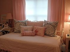 DIY by Design: Euro Pillow Shams - for franklins bed. Euro Pillows, Euro Pillow Shams, Diy Pillows, Daughters Room, Home Crafts, Master Bedroom, Furniture, Sewing Tutorials, Sewing Ideas