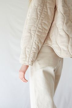 Micaela Greg Dune Quilted Jacket in pearl. V-neck cropped quilted jacket, made in a super soft cotton, featuring an high low hem and single welt pockets. Greta is and wears size small. Fits true to size Cotton / Polyfill Made in India Parc Shop Fashion Mode, Womens Fashion, Emo Fashion, Elisa Cavaletti, Looks Street Style, Jacket Pattern, Looks Cool, Pantone, What To Wear