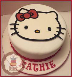Hello Kitty!!! #Kittytorta sabor chocolate, rellena con manjar, forrada con masa fondant, decorada con aplicaciones de la misma masa e impresión en papel comestible.