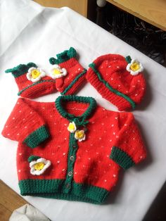 Beautiful strawbery split set in size 6 months plus including hat, cardigan and matching booties with flower and leaf detail. £18.00.