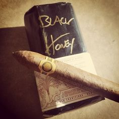 The Black Honey by Warped Cigars is a blend of El Oso wrapper and La Colmena filler. Made in Miami at Titan de Bronze this is a very small production.