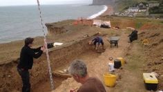 Jurassic Coast 'Bronze Age' mound investigated at Seatown, near Bridport, Dorset in U.K. More than 3,000 years old. Flint tools and decorative pottery have been unearthed.