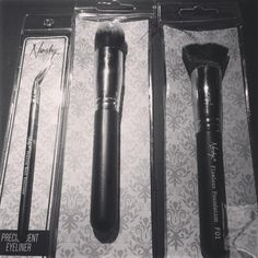 Lovin' the BLACK <3 #nanshy #makeupbrushes #facebrushes