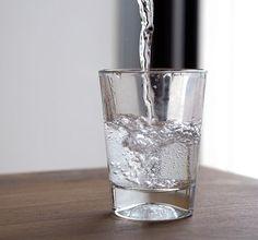 FridayFive – fünf Tipps, mehr Wasser zu trinken | Ihr wisst theoretisch, dass ihr eigentlich mehr Wasser trinken solltet, verzweifelt aber an der Umsetzung dessen im Alltag? Julia und Anna vom Blog Subvoyage haben fünf nützliche Tipps für euch.