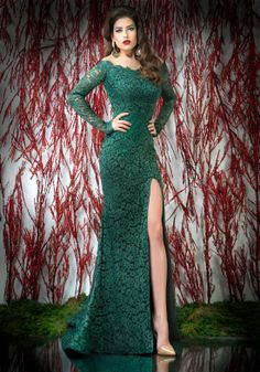 Green lace mermaid evening dress with long sleeves and high leg slit crafted in nude tulle and lycra ♥ Shop your style online or book your appointment in a BIEN SAVVY store: Bucuresti: office@biensavvy.ro / +40757 370 108 Constanta: constanta@biensavvy.ro / +40757 825 185 Brasov brasov@biensavvy.ro / +40757 415 563