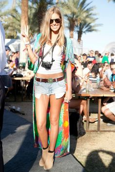 topshop: A kimono adds a little glamour to a festival outfit. Festival Looks, Festival Wear, Festival Outfits, Festival Fashion, Festival Style, Boho Festival, Hipster Fashion, Kimono Fashion, Boho Fashion