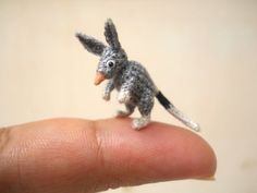 Family of Crafters Crochet Adorably Tiny Animals That Fit on Your Fingers - My Modern Met