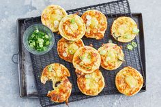We've taken classic ham and cheese impossible quiche and cooked it in a Kmart pie maker, perfect for lunchboxes or as an after-school snack. Mini Pie Recipes, Quiche Recipes, Cooking Recipes, Easy Recipes, Loaf Recipes, Vegan Recipes, Dinner Recipes, Easy Dinners For Kids, Easy Meals