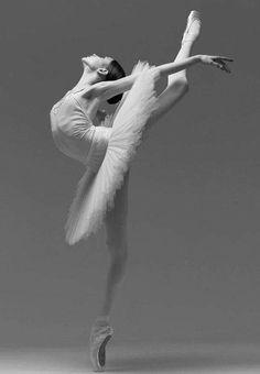 ⁽ ⛓ ⁾ ᴾᶥⁿ ᴮʸ ╎ ☾Nemesis☽ Ballerina Art, Ballet Art, Ballerina Dancing, Ballet Dancers, Ballerinas, Ballet Pictures, Dance Pictures, Rose Croix, Dancer Photography