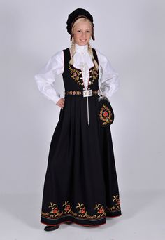 Bunad, Nedre Buskerud, Norge Art Costume, Folk Costume, Costumes, Norwegian Clothing, Norwegian Wedding, Medieval Dress, Traditional Dresses, Norway, Clothes