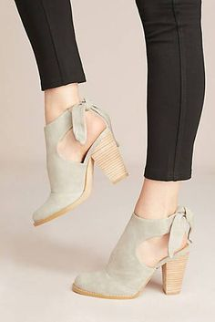 21 Fall Shoes For College - Women Shoes Styles & Fall Shoes For College shoes womenshoes footwear shoestrends Women's Shoes Whether ballerinas, sneakers, high heels or boots - lovely shoes are eve. Fall Shoes, Women's Shoes, Me Too Shoes, Shoes Sneakers, Cute Shoes Boots, Bow Boots, Winter Shoes, Shoes Style, Platform Shoes