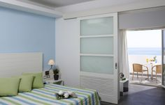 The white and blue colors dominate the Aegean-style superior double rooms of Esperos Village. Light-filled spaces with a balcony or terrace for viewing the sea combined with modern amenities make for a memorable stay in Esperos Village,