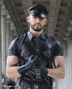 Leather Fashion, Leather Men, Leather Jackets, Gay, Leder Outfits, Camouflage Pants, Skinhead, Men In Uniform, Sexy Men