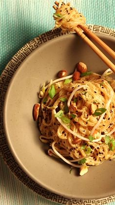Craving Thai food, but need a raw, vegan alternative? This pad Thai recipe is almost easier than calling for take-out. It'll make your head spin — it's so fast and delicious.