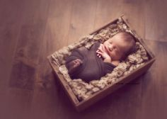 Carrie is hands down my total fave newborn photog evah!