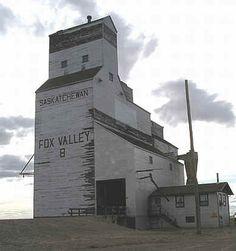 Elevator B, Fox Valley, Saskatchewan. Canadian Prairies, Medieval Tower, Saskatchewan Canada, Canadian History, Autumn Painting, Old Barns, Heritage Site, Landscape Art, Castle