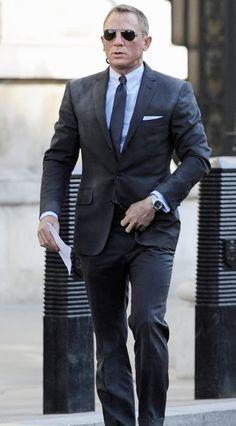 Blue james bond casino royale pinstripe suit in 2019 daniel craig. James Bond Suit, James Bond Skyfall, Bond Suits, James Bond Style, New James Bond, James Bond Movies, Men's Suits, Navy Suits, Daniel Craig Skyfall