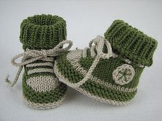 Knitting pattern for beautiful baby shoes, sole length about 3.3 inches (8,5 cm), 3.7 inches (9,5 cm), 4.1 inches (10,5 cm) and 4.5 inches (11,5 cm) This baby shoes are reworked easy and quickly. By collected cord a kicking of the shoes are prev