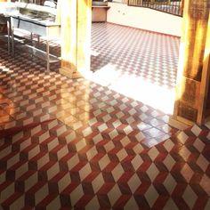 Diseño: Avión  #mosaico #lagunamosaicos #mexico #avion #tuconstru #tileaddiction #ihavethisthingwithfloors #interiorismo #interiordesign #arquitectura #3d #hechoamano #mxinteriorismo #vintage #retro #ajijic #jalisco by lagunamosaicos