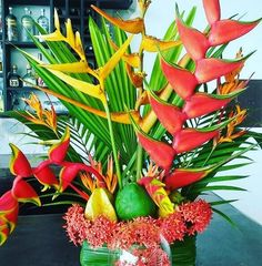 Tropical flowers and fruit from our property. No need for a flower shop in Costa Rica!  #tropicalflowers #flowerarrangements #vistacelestial #costarica #ilovecostarica #detailsmatter #boutiquehotels #hotels