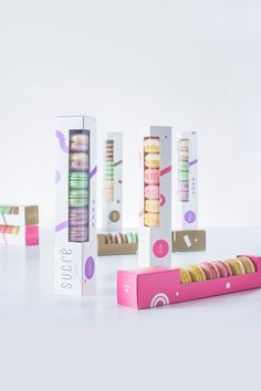 Cute Macaron Packaging - This cute macaron packaging features a simplistic design created by Lithuanian graphic designer Edvardas Kavarskas for SUCRÉ Macarons. Macaroon Packaging, Cookie Packaging, Cosmetic Packaging, Food Packaging, Product Packaging, Packaging Ideas, Japanese Branding, Biscuits Packaging, Bussiness Card
