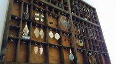 1000 ideas about porte bijoux mural on pinterest - Fabrication d un porte bijoux ...