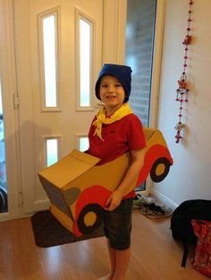 noddy costume These world book day costumes are fantastic for your child. Make a DIY world book day costume today. Costume and fancy dress ideas for kids Fancy Dress Costumes Kids, Easy Diy Costumes, Kids Costumes Boys, Homemade Costumes, Boy Costumes, Halloween Costumes For Kids, Costume Ideas, World Book Day Outfits, World Book Day Ideas