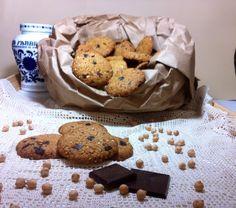 Biscotti con farina di ceci farina di mandorle e scaglie cioccolato