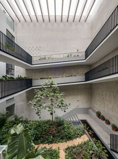 Completed in 2016 in Miraflores, Peru. Images by Diego Franco Coto. . The project is located in an area of recent urban transformation in Lima, the neighborhood of Santa Cruz. Old mechanical workshops are turning into a...