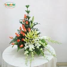 Imagem relacionada Unique Flower Arrangements, Ikebana Flower Arrangement, Unique Flowers, Fresh Flowers, Silk Flowers, Altar Flowers, Church Flowers, Wedding Ceremony, Floral Design