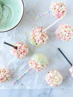Cotton Candy Popcorn Balls by Make a sweet-as-candy twist on traditional popcorn balls, complete with cotton candy flavor, white chocolate and sprinkles. From Jessica Merchant of How Sweet It Is. Candy Popcorn, Popcorn Balls, Flavored Popcorn, Gourmet Popcorn, Popcorn Recipes, Popcorn Crafts, Pop Popcorn, Candy Recipes, Yummy Recipes