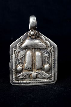 Beautiful Vintage Real Silver Tribal God Amulet Pendant. G10-33