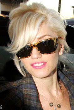 Gwen Stefani is so cute. Her hair reminds me of Marilyn Monroe here. Gwen Stefa Gwen Stefani is so cute. Her hair reminds me of Marilyn Monroe here. Gwen Stefani is so cute. Her hair reminds me of Marilyn Monroe here. Haircuts For Long Hair, Haircuts With Bangs, Trendy Hairstyles, Short Hair Cuts, Girl Hairstyles, Short Hair Styles, Glasses Hairstyles, Haircut Short, Wedding Hairstyles