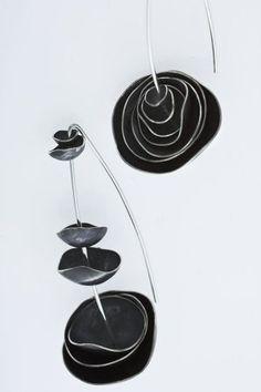 Ny idè till knappar, svart skinn, liten svart pärla i mitten, till svarta jackan