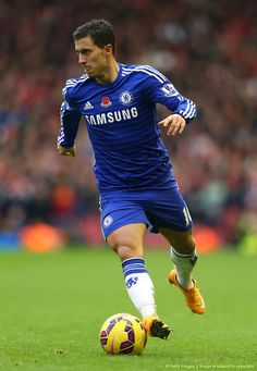 Eden Hazard Photos - Eden Hazard of Chelsea runs with the ball during the Barclays Premier League match between Liverpool and Chelsea at Anfield on November 2014 in Liverpool, England. - Liverpool v Chelsea - Premier League Football Awards, Football Drills, Best Football Players, Football Boys, Soccer Players, Chelsea Premier League, Barclay Premier League, Premier League Matches, Fc Chelsea