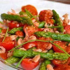 Asperges vertes aux crevettes grises, vinaigrette à la tomate, moutarde et balsamique