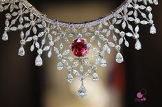 """Bérengère Treussard  on Instagram: """"Diamonds are always the best way to enter the scene... Love this necklace @piagetbrand from #secretsandlights #newcollection #pfw #highjewelry #spinel #diamonds #jewelsasanart #love #jewelryinsider #likeab #jotd #masterpiece #hautejoaillerie #piaget #piagetbrand #piaget7paix #turnandtheworldisyours...."""""""