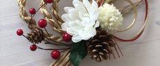 オール100均!わら要らずの手作りしめ縄リースの作り方|LIMIA (リミア) Ikebana Flower Arrangement, Flower Arrangements, New Years Decorations, Mother And Child, Flower Art, Diy And Crafts, Wreaths, Flowers, Home Decor