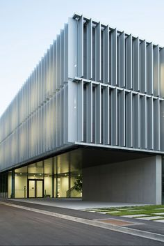 Image 2 of 20 from gallery of DLR Robotics and Mechatronics Center / Birk Heilmeyer und Frenzel Architekten. Photograph by Henning Koepke Factory Architecture, Office Building Architecture, Building Facade, Facade Architecture, Building Design, Mall Facade, Building Skin, Solar Shades, Commercial Architecture