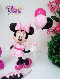 """""""Topo de bolo Minnie rosa"""" Bolo Da Minnie Mouse, Minnie Mouse Cake Topper, Mickey And Minnie Cake, Bolo Mickey, Mickey Cakes, Mickey Mouse Figurines, Mickey Mouse Gifts, Disney Figurines, Cake Topper Tutorial"""