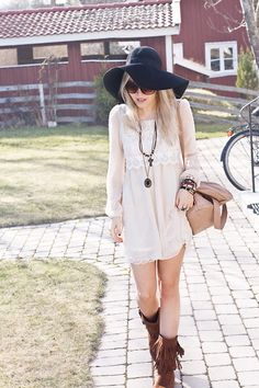 Boots and dress ala boheme-ish Passion For Fashion, Love Fashion, Winter Fashion, Womens Fashion, Indie Fashion, Spring Fashion, Fall Outfits, Cute Outfits, Fashion Outfits