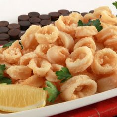 Crispy Calamari - Recipes - Best Recipes Ever - The best fried squid, commonly known as the Italian calamari, are crispy on the outside and tender on the inside. Calamari Recipes, Seafood Recipes, Cooking Recipes, Seafood Dishes, Good Food, Yummy Food, Yummy Recipes, Dinner Recipes, Calamari