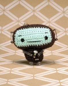 Amigurumi Robot - FREE Crochet Pattern and Tutorial
