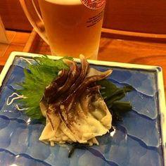 贅沢。鳥貝������‼️ 私が来る数週間前にHY来たらしい お兄さんと同世代で盛り上がる #hy#が#新潟に#千代鮨#鮨屋#地元#明るいお店#カウンター#一人酒#鳥貝#お刺身#おいしすぎ#新潟旅行#��#sushi#japanese#beer#travel#lunch#trip#nice#night http://tipsrazzi.com/ipost/1507153142714148112/?code=BTqe8xNlyUQ