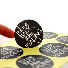 Serviço de impressão de etiquetas no formato que desejar, nas opções em vinil adesivo branco brilho, branco fosco, transparente ou jateado.